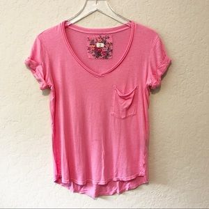 ANTHROPOLOGIE [t.la] Classic V-neck tee in pink